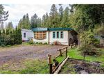 "Main Photo: 123 3942 COLUMBIA VALLEY Highway: Cultus Lake Manufactured Home for sale in ""CULTUS LAKE VILLAGE"" : MLS®# R2559607"