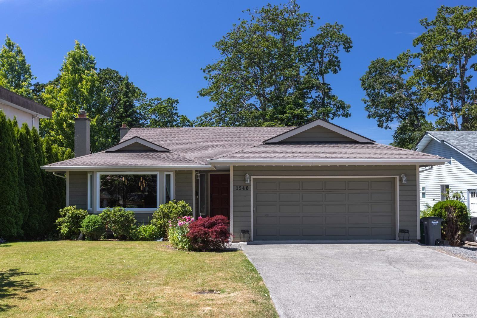 Main Photo: 1540 Eric Rd in Saanich: SE Mt Doug House for sale (Saanich East)  : MLS®# 879965