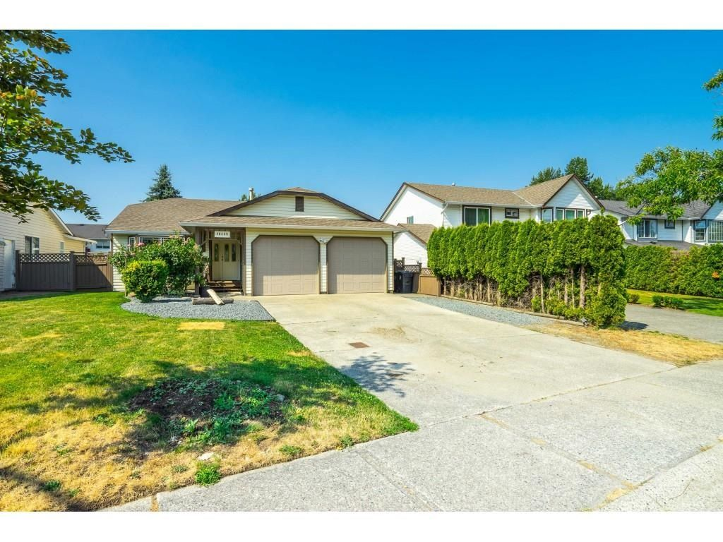 Main Photo: 26459 32A Avenue in Langley: Aldergrove Langley House for sale : MLS®# R2598331
