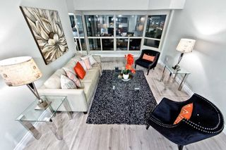 Photo 3: 911 175 Cedar Avenue in Richmond Hill: Harding Condo for sale : MLS®# N4458890