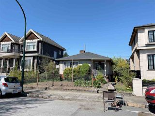 Photo 2: 453 E 61ST Avenue in Vancouver: South Vancouver House for sale (Vancouver East)  : MLS®# R2571730