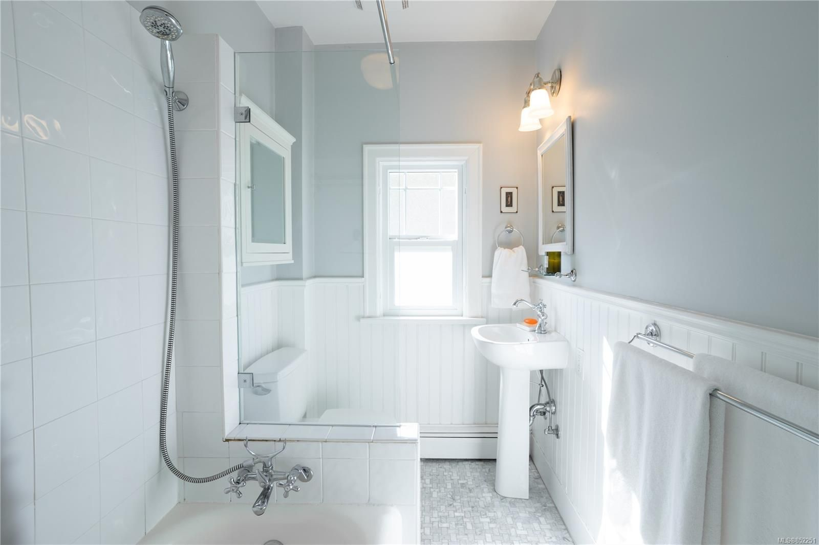 Photo 17: Photos: 2363 Pacific Ave in : OB Estevan House for sale (Oak Bay)  : MLS®# 852251
