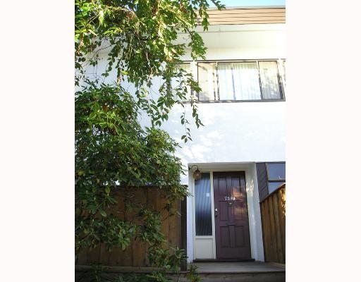 """Main Photo: 7389 MONTECITO Drive in Burnaby: Montecito Townhouse for sale in """"VILLA MONTECITO"""" (Burnaby North)  : MLS®# V667701"""
