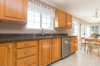 Photo 12: 1225 Tall Tree Pl in : SW Strawberry Vale House for sale (Saanich West)  : MLS®# 885986