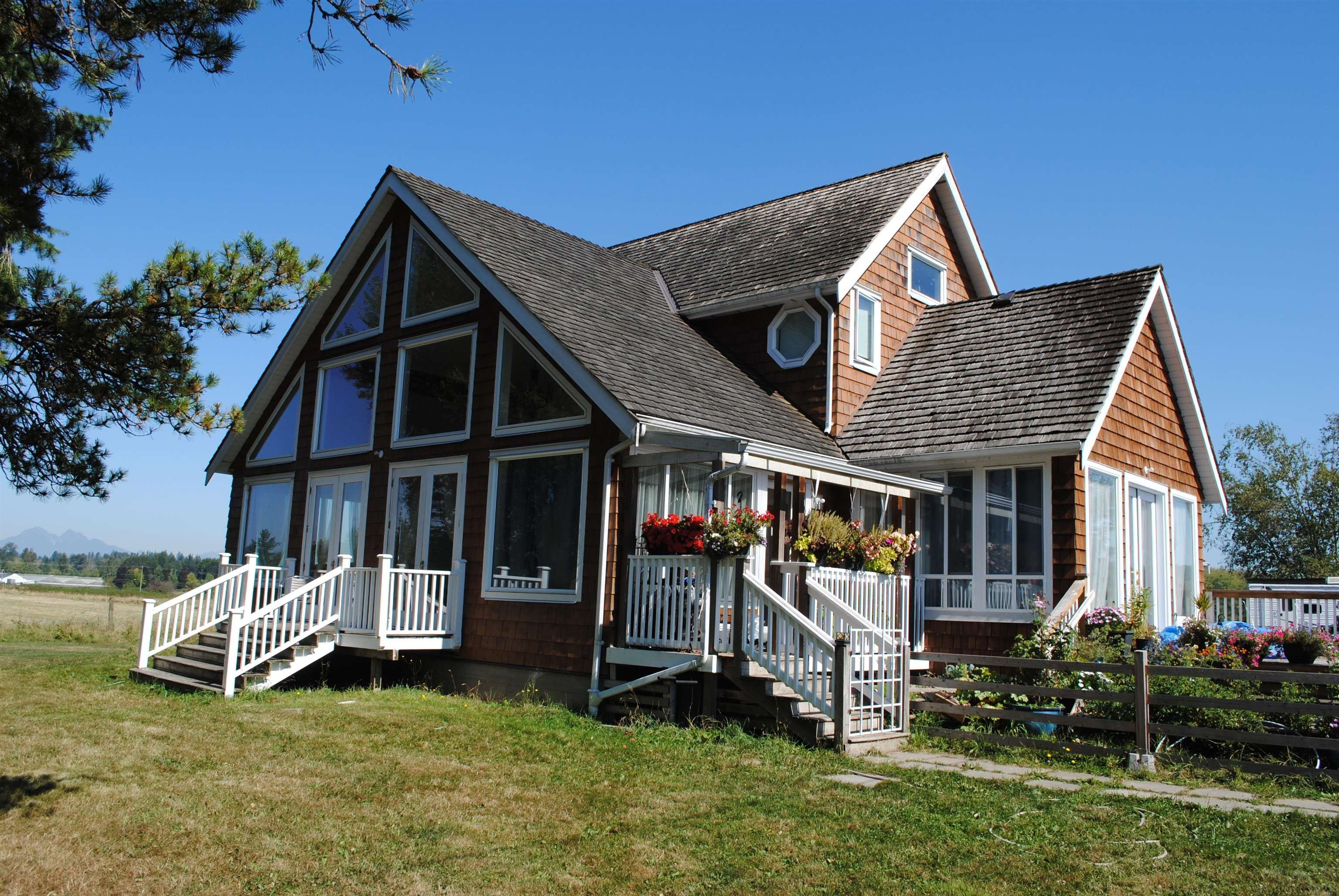 Main Photo: 2208 208 Street in Langley: Campbell Valley House for sale : MLS®# R2614586
