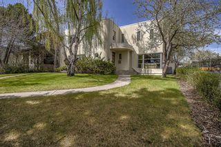 Photo 1: 1110 Levis Avenue SW in Calgary: Upper Mount Royal Detached for sale : MLS®# A1109323