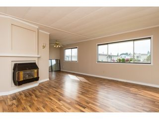 """Photo 5: 15 1640 162 Street in Surrey: King George Corridor Manufactured Home for sale in """"CHERRY BROOK PARK"""" (South Surrey White Rock)  : MLS®# R2145736"""