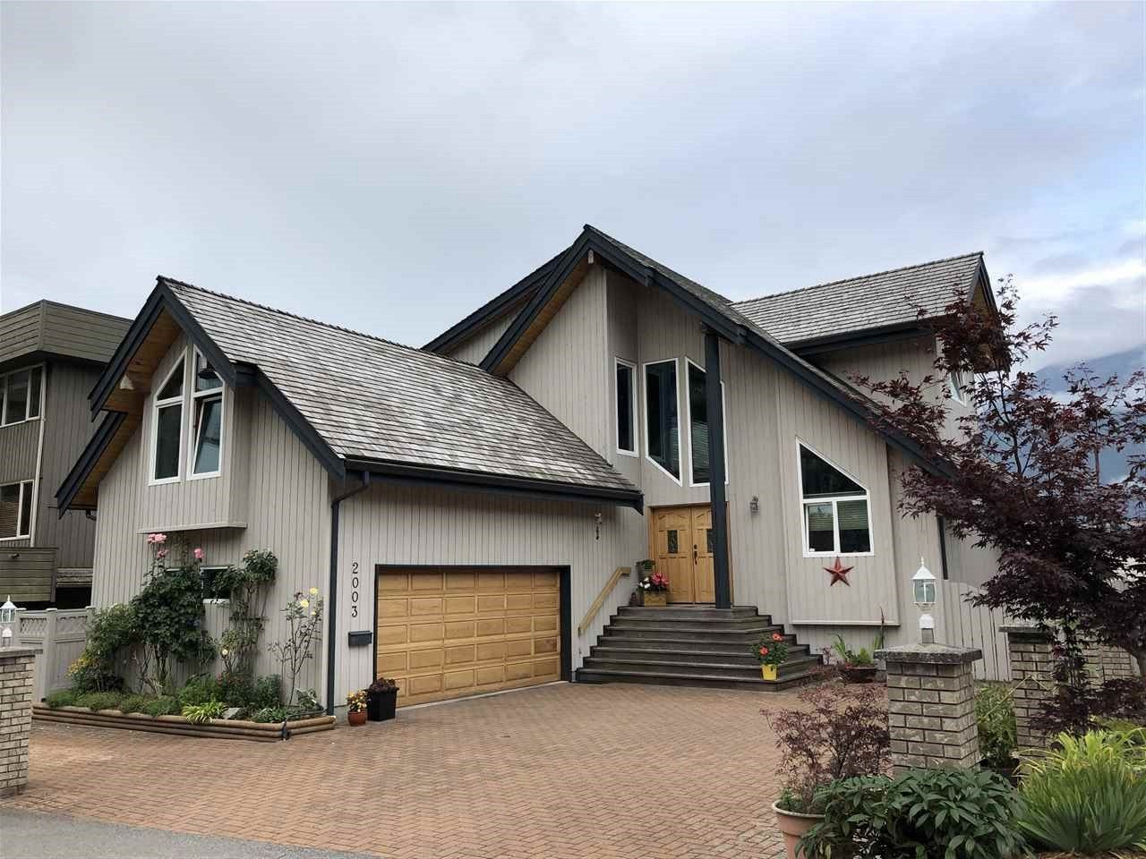 Main Photo: 2003 CLIFFSIDE Lane in Squamish: Hospital Hill House for sale : MLS®# R2430342