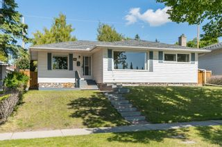 Photo 1: 3835 CHARLESWOOD Drive NW in Calgary: Charleswood Detached for sale : MLS®# A1020655