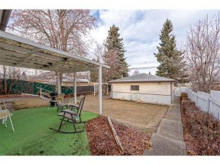 Photo 2: 2322 25 Avenue NW in Calgary: Banff Trail House for sale : MLS®# C4090538