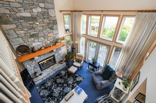 Photo 2: 1003 Kingsley Cres in : CV Comox (Town of) House for sale (Comox Valley)  : MLS®# 886032