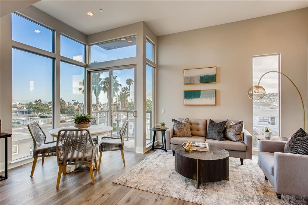 Main Photo: POINT LOMA Townhouse for sale : 2 bedrooms : 3030 Jarvis #7 in San Diego