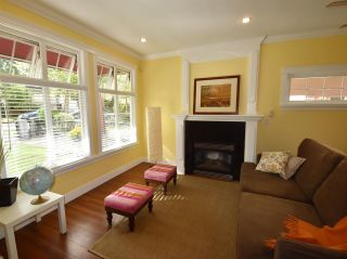 Photo 2: 1785 E 14TH Avenue in Vancouver: Grandview VE 1/2 Duplex for sale (Vancouver East)  : MLS®# R2113993