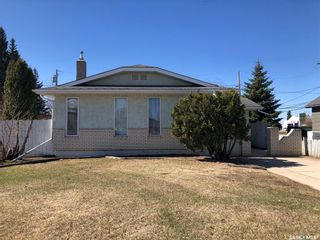 Photo 1: 212 4A Street East in Nipawin: Residential for sale : MLS®# SK867214