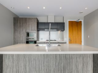 Photo 5: 1105 1661 Ontario St in SAILS-THE VILLAGE ON FALSE CREEK: Home for sale : MLS®# V1126890