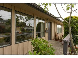 Photo 2: 2296 Edgelow St in VICTORIA: SE Arbutus House for sale (Saanich East)  : MLS®# 609935