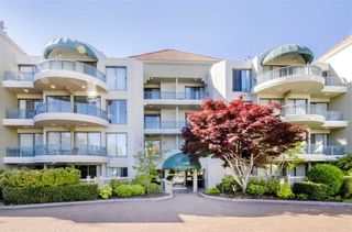 "Photo 1: 207 1745 MARTIN Drive in Surrey: Sunnyside Park Surrey Condo for sale in ""Southwynd"" (South Surrey White Rock)  : MLS®# R2404302"