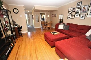 Photo 3: 10 2517 Cosgrove Cres in : Na Departure Bay Row/Townhouse for sale (Nanaimo)  : MLS®# 873619