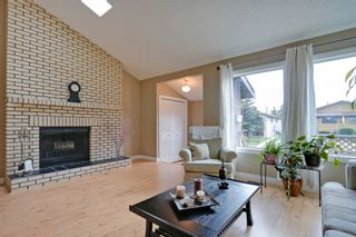 Photo 4: 4022 46 Street SW in Calgary: House for sale : MLS®# C4014489