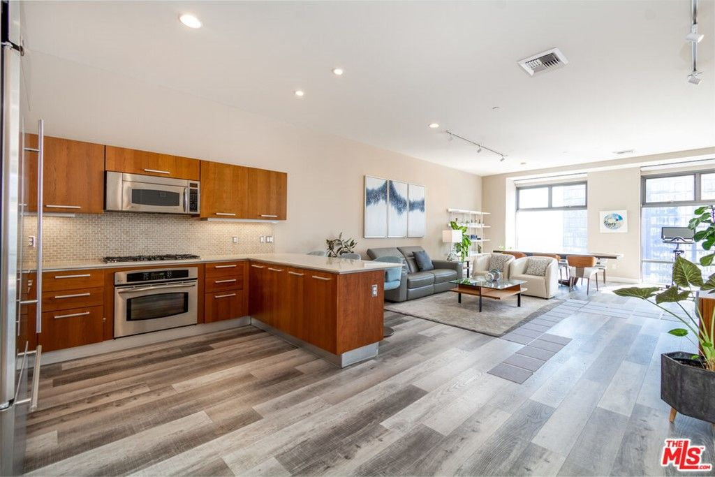Main Photo: 801 S Grand Avenue Unit 1909 in Los Angeles: Residential for sale (C42 - Downtown L.A.)  : MLS®# 21793682