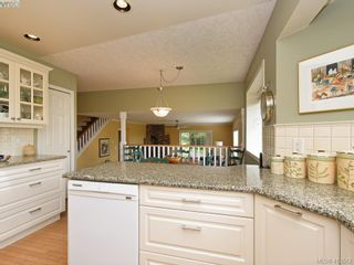 Photo 12: 4731 AMBLEWOOD Dr in VICTORIA: SE Cordova Bay House for sale (Saanich East)  : MLS®# 820003