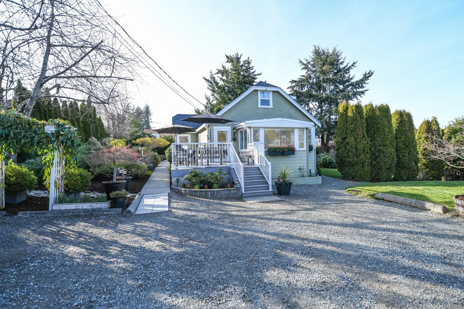 Main Photo: 3882 Royston Rd in : CV Courtenay South House for sale (Comox Valley)  : MLS®# 871402