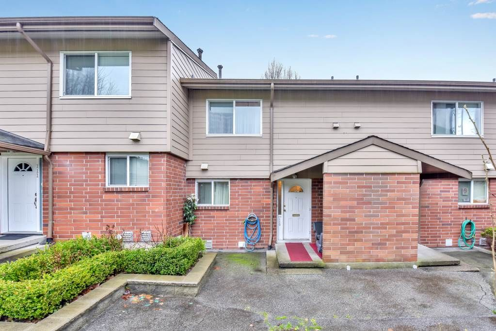 """Main Photo: 110 10748 GUILDFORD Drive in Surrey: Guildford Townhouse for sale in """"Guildford Close"""" (North Surrey)  : MLS®# R2526567"""