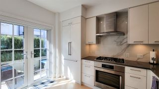 """Photo 4: 8 1133 RIDGEWOOD Drive in North Vancouver: Edgemont Townhouse for sale in """"EDGEMONT WALK"""" : MLS®# R2565453"""