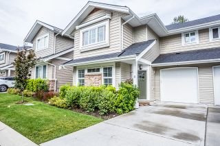 """Photo 1: 4 12161 237 Street in Maple Ridge: East Central Townhouse for sale in """"VILLAGE GREEN"""" : MLS®# R2097665"""