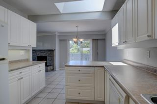 Photo 4: 530 Dunbar Cres in : SW Glanford House for sale (Saanich West)  : MLS®# 878568
