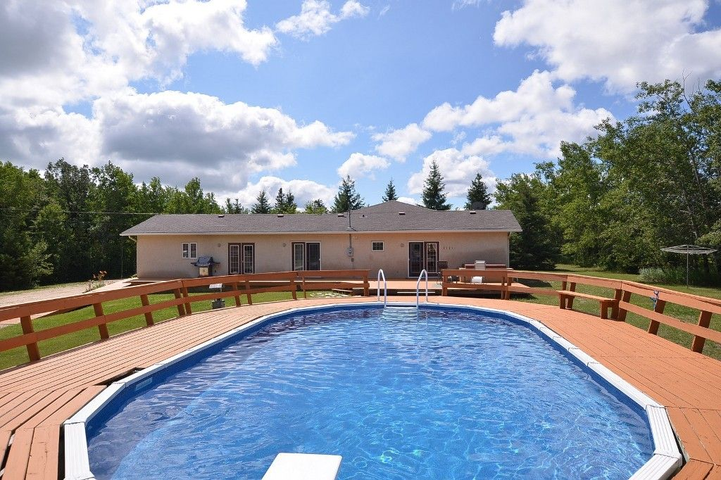 Main Photo: 27081 Hillside Road in RM Springfield: Single Family Detached for sale : MLS®# 1417302