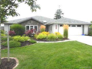 Photo 1: 1385 Zephyr Pl in COMOX: CV Comox (Town of) House for sale (Comox Valley)  : MLS®# 637618