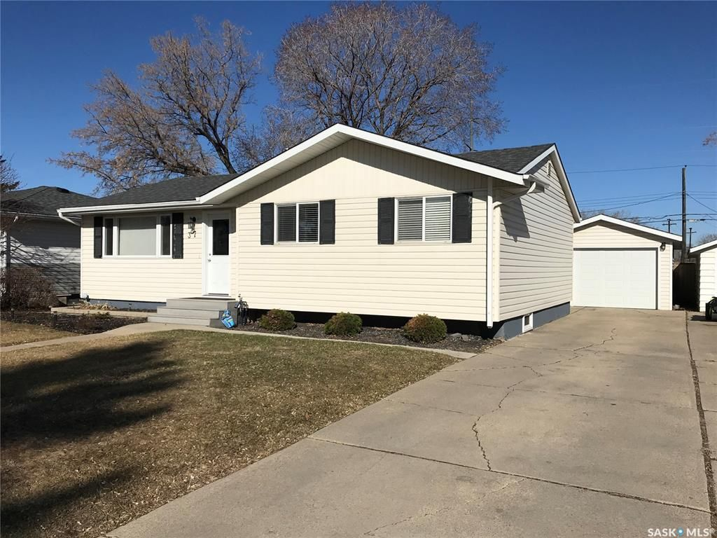 Main Photo: 37 Howell Avenue in Saskatoon: Hudson Bay Park Residential for sale : MLS®# SK845326