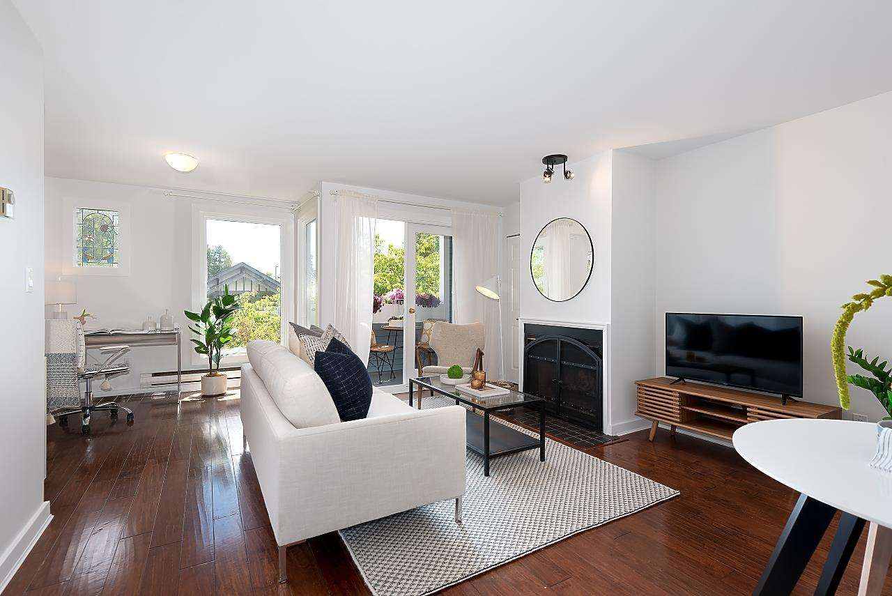 """Main Photo: 4 2017 W 15TH Avenue in Vancouver: Kitsilano Townhouse for sale in """"Upper Kits/ Lower Shaughnessy"""" (Vancouver West)  : MLS®# R2595501"""