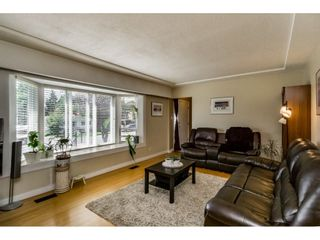 Photo 4: 661 FAIRVIEW Street in Coquitlam: Coquitlam West House for sale : MLS®# R2112495