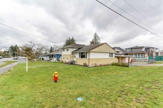 Photo 3: 826 Gatensbury Street in Coquitlam: Harbour Chines House for sale : MLS®# R2148653