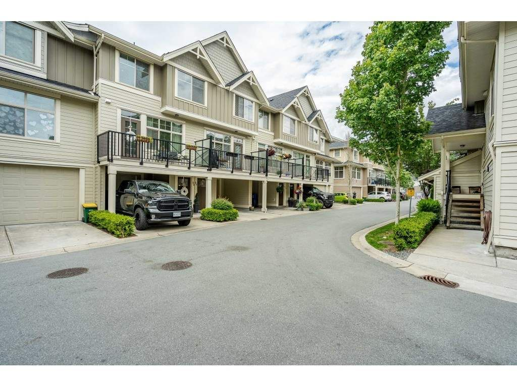 """Main Photo: 48 19525 73 Avenue in Surrey: Clayton Townhouse for sale in """"Uptown 2"""" (Cloverdale)  : MLS®# R2462606"""