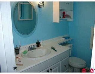 Photo 2: 2 Bedroom Townhouse!