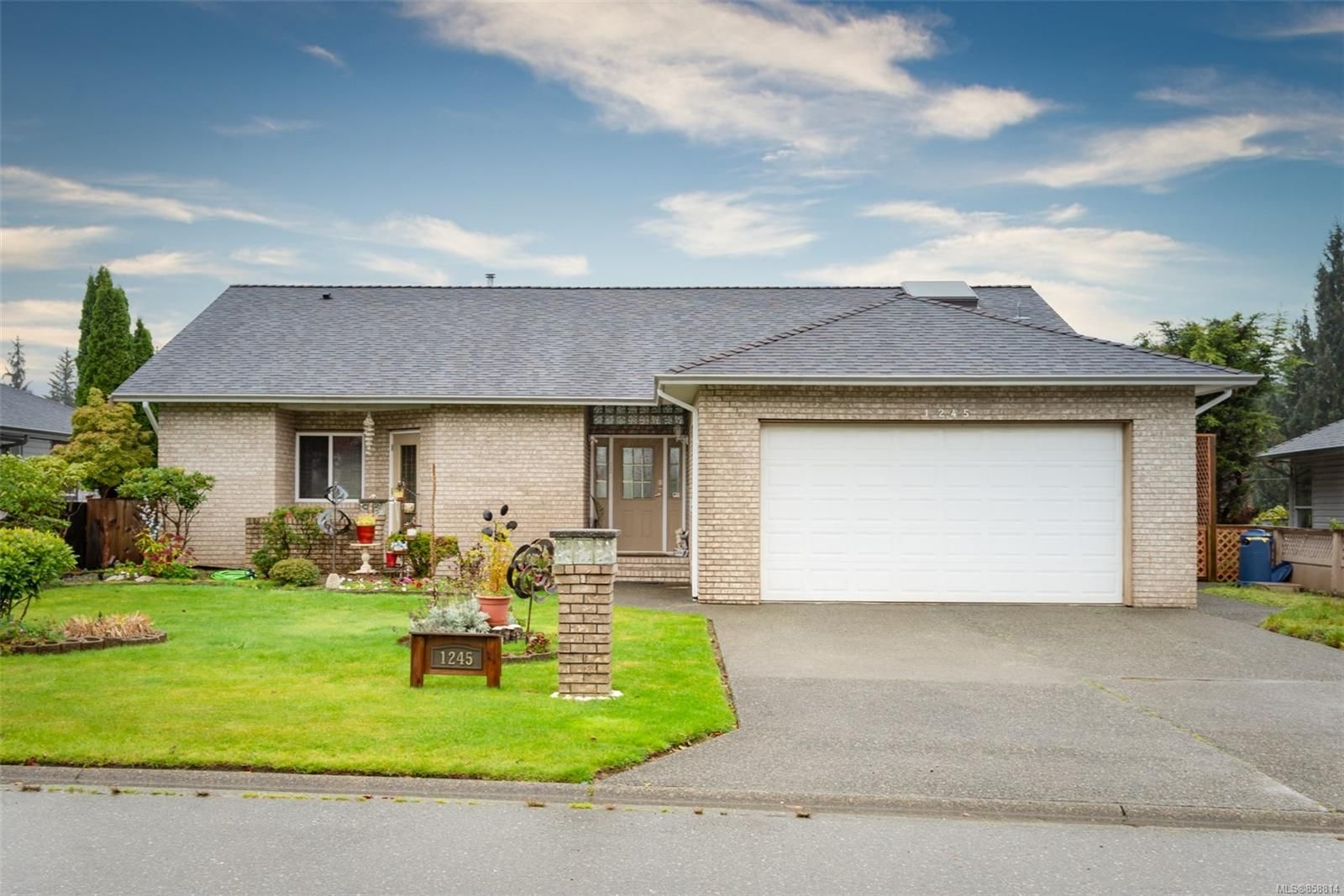Main Photo: 1245 Blesbok Rd in : CR Campbell River Central House for sale (Campbell River)  : MLS®# 858814