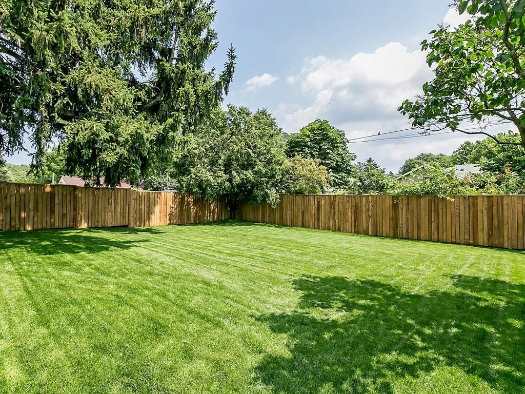 Photo 32: Photos: 2226 COURTLAND Drive in Burlington: Residential for sale : MLS®# H4062761
