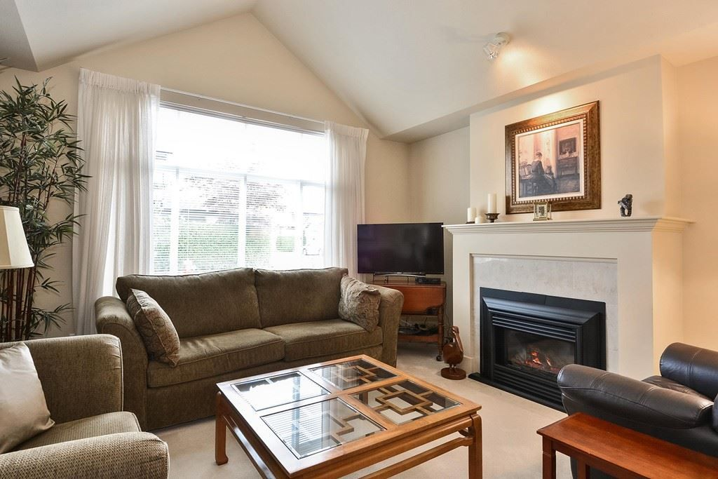 """Photo 2: Photos: 22 14877 33RD Avenue in Surrey: King George Corridor Townhouse for sale in """"Sandhurst"""" (South Surrey White Rock)  : MLS®# R2206509"""