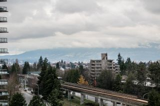 """Photo 2: 1005 4350 BERESFORD Street in Burnaby: Metrotown Condo for sale in """"Carlton on the Park"""" (Burnaby South)  : MLS®# R2226069"""