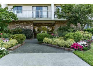 """Photo 3: 305 306 W 1ST Street in North Vancouver: Lower Lonsdale Condo for sale in """"LA VIVA PLACE"""" : MLS®# R2097967"""