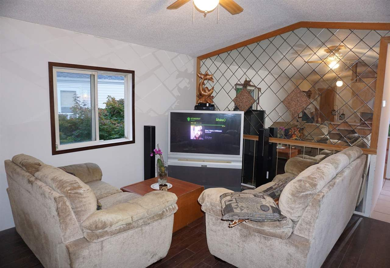 """Photo 2: Photos: 8 62790 FLOOD HOPE Road in Hope: Hope Center Manufactured Home for sale in """"SILVER RIDGE ESTATES"""" : MLS®# R2115659"""