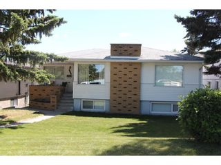 Photo 1: 907 32 Avenue NW in Calgary: Cambrian Heights Detached for sale : MLS®# A1024122