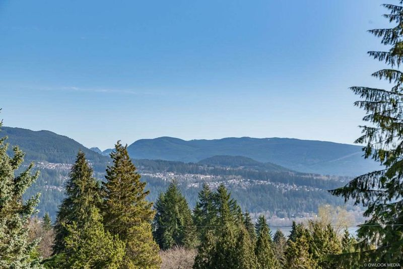 FEATURED LISTING: 1025 TUXEDO Drive Port Moody
