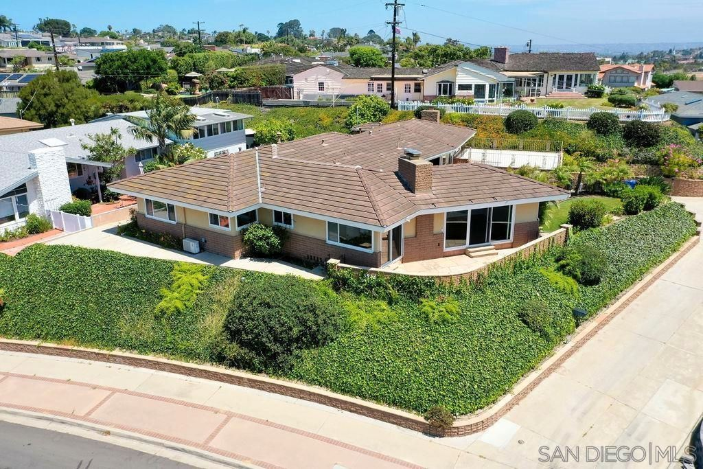 Main Photo: POINT LOMA House for sale : 4 bedrooms : 3526 Garrison St. in San Diego