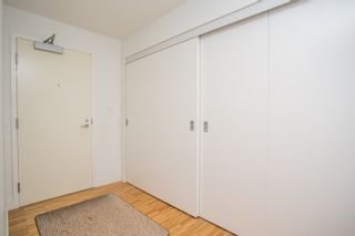 """Photo 4: 2001 108 W CORDOVA Street in Vancouver: Downtown VW Condo for sale in """"Woodwards W32"""" (Vancouver West)  : MLS®# R2465533"""