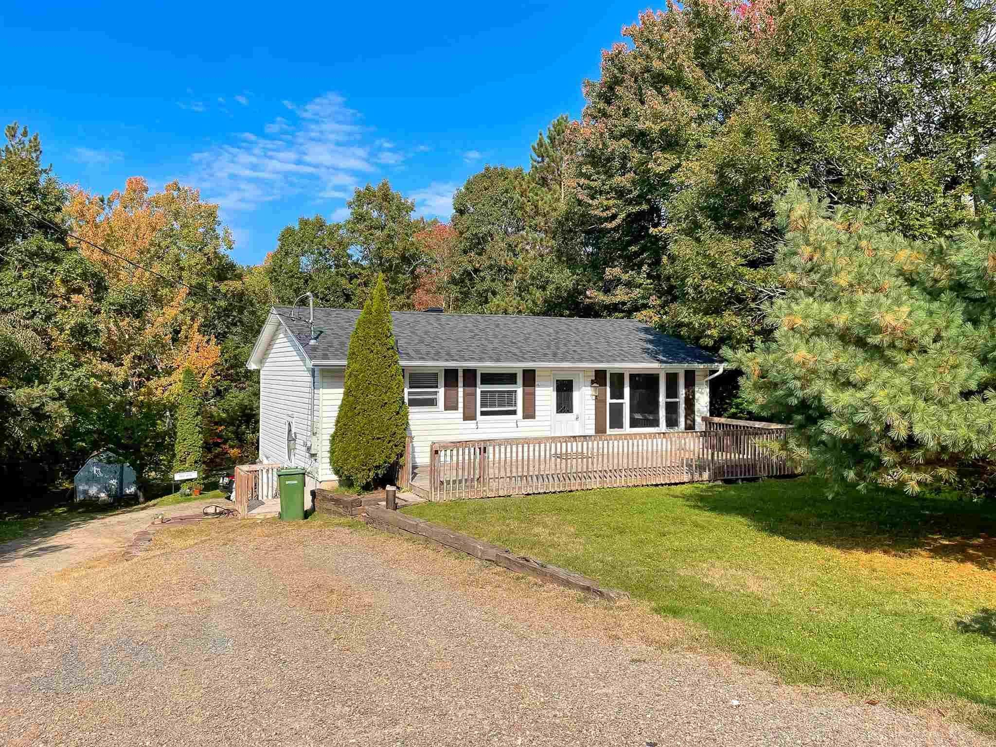 Main Photo: 2467 Loretta Avenue in Coldbrook: 404-Kings County Residential for sale (Annapolis Valley)  : MLS®# 202125866