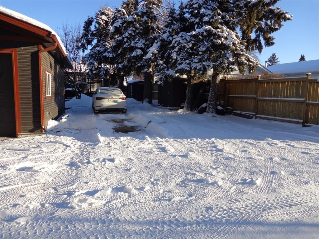 Photo 32: Photos: 5856 West Park Crescent in Red Deer: West Park Residential for sale : MLS®# A1067266